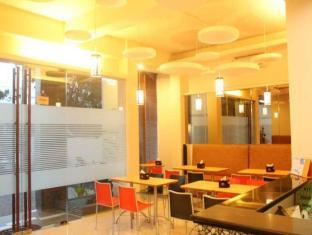 Feliz Guest House Surabaya - Cafe