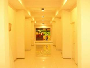 Feliz Guest House Surabaya - Corridor