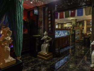 Dhanesvara Holistic Unique Homestay Surabaya - Interior