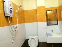 Sisavang Guest House: bathroom