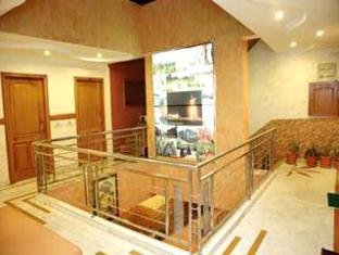 Diamond Plaza Hotel Chandigarh - Corridor