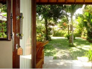 Badini Bungalows Pemuteran Bali - Garden