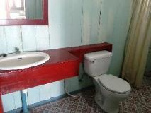 Pan's Bungalow: bathroom