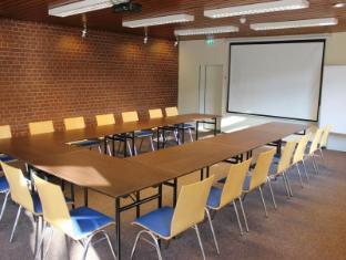 Jugendgaestehaus Hauptbahnhof Berlin - Meeting Room