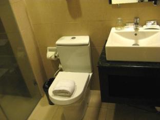 Hotel Esse Davao Davao City - Deluxe Bathroom