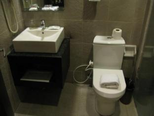 Hotel Esse Davao Davao City - Executive Bathroom