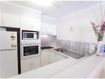 Cannes Court Apartments: kitchen