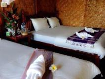 Cliff View Bungalows: guest room