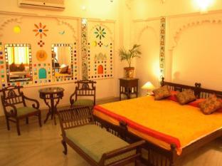 /raj-niwas-hotel/hotel/udaipur-in.html?asq=jGXBHFvRg5Z51Emf%2fbXG4w%3d%3d