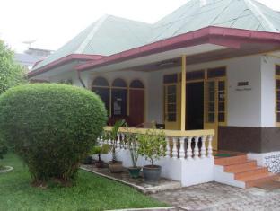 Wisma Mutiara Hotel Padang - Balcony