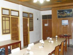 Wisma Mutiara Hotel Padang - Breakfast Tables