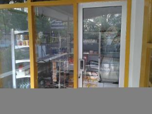 Wisma Mutiara Hotel Padang - Shops
