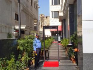 Karon Hotel - Lajpat Nagar New Delhi and NCR - Entrance
