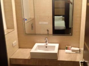 Karon Hotel - Lajpat Nagar New Delhi and NCR - Bathroom
