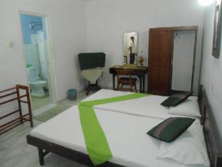 Ranveli Beach Resort Colombo - AC Twin room