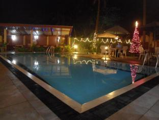 Ranveli Beach Resort Colombo - Swimming Pool