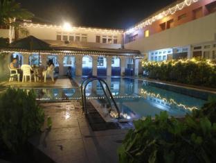 Ranveli Beach Resort Colombo - Pool