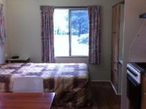 Mallacoota's Shady Gully Caravan Park: guest room