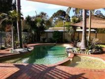 Mallacoota's Shady Gully Caravan Park: swimming pool