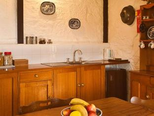 Daisy Bank Cottages Hobart - Kitchen