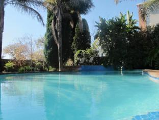 Aero Guest Lodge Johannesburg - Swimming Pool - Outside