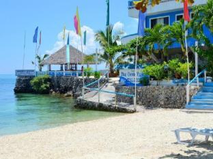 蓝珊瑚海滩度假村