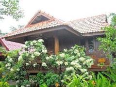 Ruen Thai Ampawa Resort   Thailand Cheap Hotels