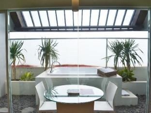 HARRIS Hotel & Residences Sunset Road Bali - HARRIS Sunset Suite