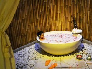HARRIS Hotel & Residences Sunset Road Bali - H Spa
