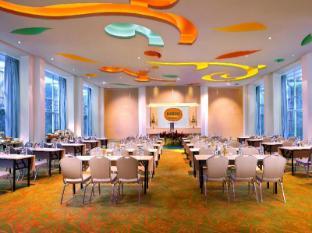 HARRIS Hotel & Residences Sunset Road Bali - Meeting Room