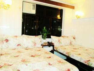 Garden Guest House - Las Vegas Group Hostels HK Hong Kong - Family Room Night View