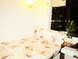 Garden Guest House - Las Vegas Group Hostels HK Hong Kong - Double Bed Room Night View