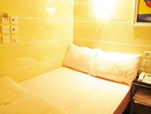 Garden Guest House - Las Vegas Group Hostels HK Hong Kong - Double Bed Room Different Bed Sheet