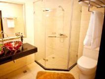 Jun Long Business Hotel: bathroom