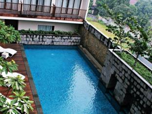 Horison Bogor Hotel Bogor - Swimming Pool