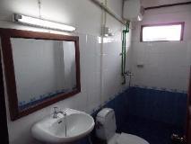 Banna Plain Of Jars House: bathroom