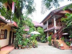 Heuan Lao Guesthouse | Laos Budget Hotels