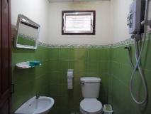 Heuan Lao Guesthouse: bathroom