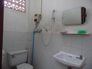 Heuan Lao Guesthouse Vientiane - Badkamer
