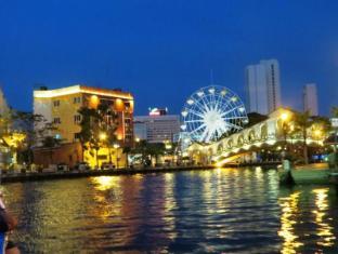 WANA Riverside Hotel Malacca - Surroundings