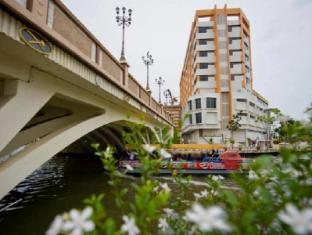 WANA Riverside Hotel Malacca - Exterior