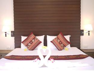 Naithon Beach Mansion Phuket - Large Comfortable Beds