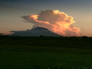 Voyager Boutique Creative Retreat Bali Bali - View of Agung Volcano from Live & Let Live Cafe