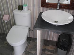 Nitya Homestay Lembongan Bali - Bathroom