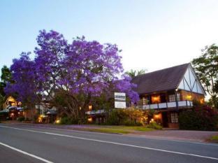 Treetops Seaview Montville Hotel