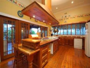 Franklin Villa Brisbane - Kitchen