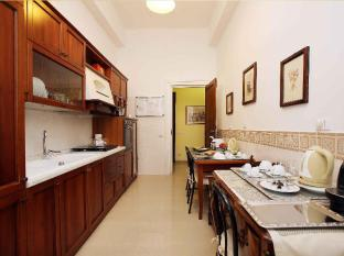 B&B Maior Rome - Kitchen