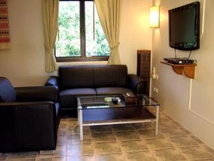 Hilltop Hotel Phuket - Suite room - Living area