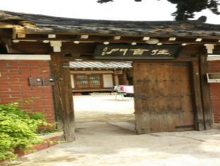 /shillabang-guest-house/hotel/gyeongju-si-kr.html?asq=vrkGgIUsL%2bbahMd1T3QaFc8vtOD6pz9C2Mlrix6aGww%3d