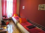 Tweepersoonskamer met 2 aparte bedden met Gedeelde badkamer